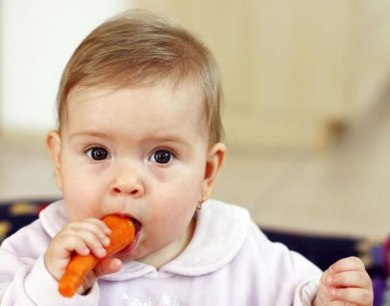 Babys vegetarisch ernähren – darauf sollten Sie achten