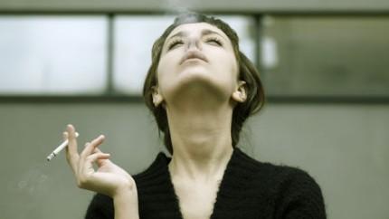 Rauchen bremst Muskelaufbau, neue Forschung