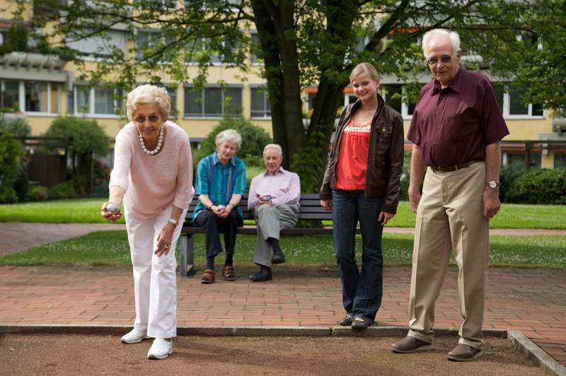 Seniorenwohnen, Altenheim oder betreutes Wohnen für einen würdigen Lebensabend