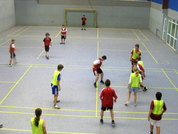 Traditionsmannschaften bieten besten Hallenfußball