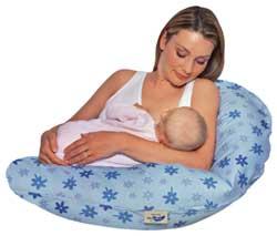 Zur Baby Erstausstattung gehört auch ein Stillkissen