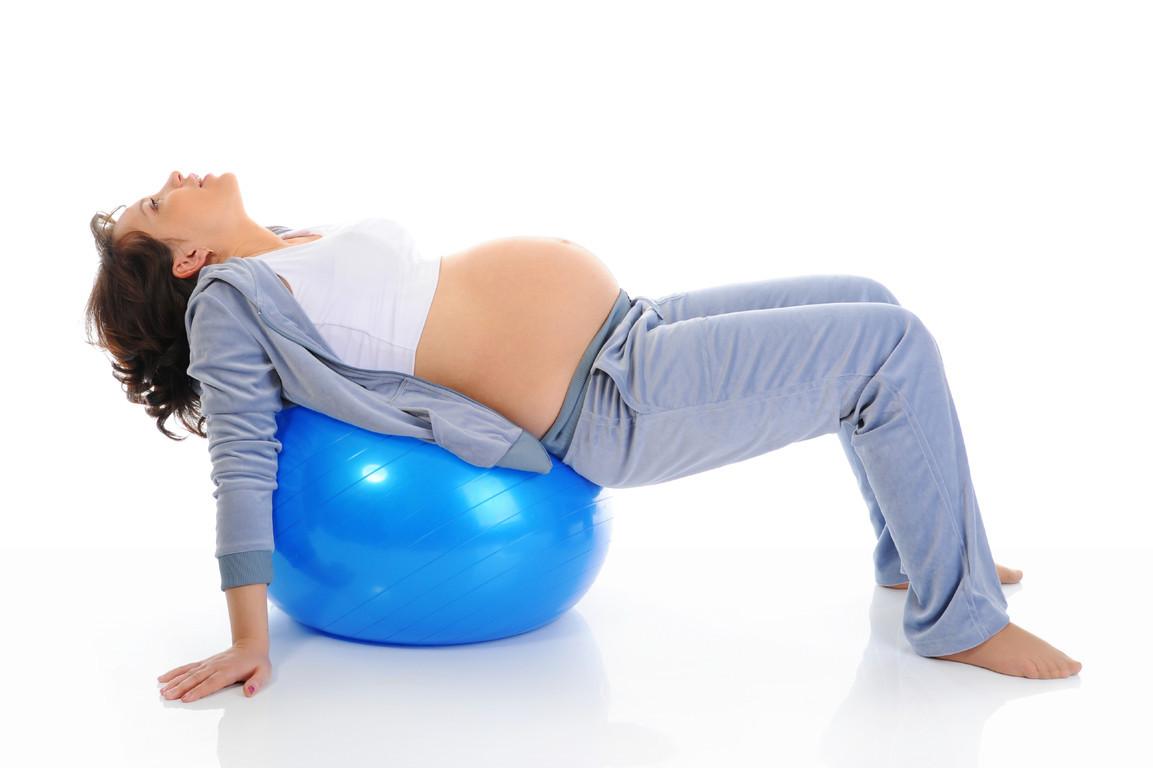 Schwangerschaftsgymnastik vor und nach der Geburt hilft der Mami